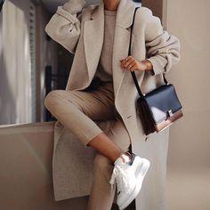 Fashion Tips Moda .Fashion Tips Moda Winter Fashion Outfits, Look Fashion, Fashion News, Nike Fashion, Outfit Winter, Woman Fashion, French Fashion, Hijab Fashion, Fall Fashion