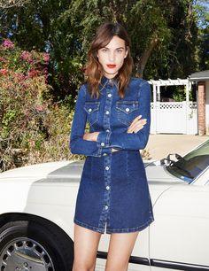 Alexa Chung lanza una colección en colaboración con la famosa firma de denim AG Jeans