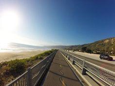Cicloviagem: Los Angeles a Carpinteria  Há muitos lugares interessantes para se visitar pelo caminho: a exótica Venice Beach, Santa Monica Pier, toda a costa de Malibu, que se estende por 45 quilômetros, e Ventura.