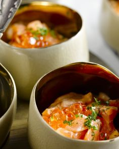 A scrumptious salmon tartare and shrimp mousse with garnet pearls Fish Recipes, Seafood Recipes, Snack Recipes, Healthy Soda, Healthy Drinks, Tapas, Salmon Tartare, I Want Food, Seafood Appetizers