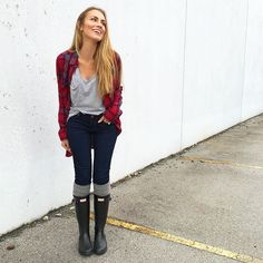 ideas red hunter boats outfit winter skinny jeans for 2019 Preppy Casual, Preppy Outfits, Casual Winter Outfits, Casual Fall, Jean Outfits, Outfit Winter, Stylish Outfits, Hunter Boots Outfit, Black Hunter Boots