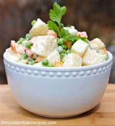 Ensalada Rusa (Russian salad) - Home Office - Salade Recept - Fitness Kitchen Recipes, Cooking Recipes, Healthy Recipes, Salad Recipes, Ensalada Rusa Recipe, Russian Potato Salad, Columbian Recipes, Food Dishes, Side Dishes