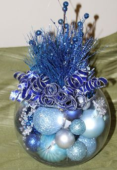 Here are best Blue Christmas Decor Ideas. From Blue Christmas Trees to Blue Christmas Home Decors to Turquoise decor to teal decor ideas / inspo are here. Frozen Christmas Tree, Blue Christmas Tree Decorations, Silver Christmas Tree, Christmas Arrangements, Christmas Centerpieces, Christmas Crafts, Christmas Mantles, Xmas, Victorian Christmas