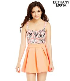 ❥❥Contest 1#! How cute is this?!? A floral crop top with an orange pleaded skater skirt is a perfect combo from Bethany's collection! Like to vote! Thank you loves! Mwah! ❥❥ -Vera