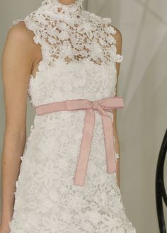 Chanel - how feminin Fashion Details, Look Fashion, Fashion Design, Karl Otto, Mode Chanel, Chanel Couture, Pearl And Lace, Chanel Fashion, Classy And Fabulous