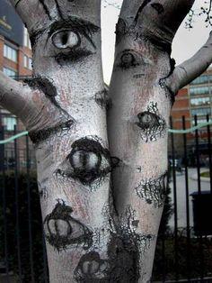99 bezaubernde und gespenstische Möglichkeiten für Halloween (5) Bäume schmücken