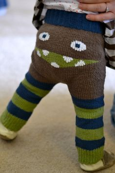 Ravelry: dreamergal's Metro Monster Leggings with notes Knitting Projects, Knitting Patterns, Crochet Patterns, Crochet Baby, Knit Crochet, Crochet Monsters, Baby Pants, Cool Baby Stuff, Little People