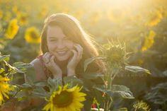 Senior photography sunflower fields Summer Senior Pictures, Fall Pictures, Senior Year, Senior Photos, Senior Portraits, Senior Photography, Amazing Photography, Portrait Photography, Sunflower Field Photography