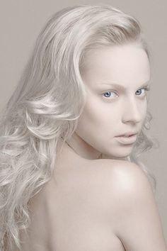 ALBINO SERIE   MODEL : Iti . MUA : Kelly Bruneau . HAIR : Lydie Martins . PHOTO : Kavak Agir
