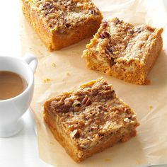 Pumpkin Pie Bars Recipe- Recipes These bars taste like a cross between pumpkin pie and pecan pie—yum! If you can't find butter cake mix, yellow cake mix works. Cake Bars, Dessert Bars, Köstliche Desserts, Delicious Desserts, Yummy Food, Yellow Desserts, Pumpkin Pie Bars, Pumpkin Dessert, Pumpkin Spice