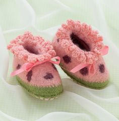 Cozy Toes for Baby ~ Book Review ~ Crochet Addict UK ~ Check out the beautiful Cozy Toes for #Baby. Sweet #Shoes to #Crochet & #Felt for Baby ~ http://www.crochetaddictuk.com/2015/01/cozy-toes-for-baby-sweet-shoes-to.html