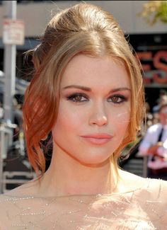 Holland Roden of MTV's 'Teen Wolf' photographed on the red carpet at the 2012 MTV VMAs. | MTV Photo Gallery