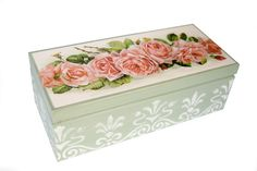 Decoupage box Decoupage Wood, Decoupage Vintage, Decor Crafts, Diy And Crafts, Altered Cigar Boxes, Pretty Box, Jewellery Boxes, Painted Boxes, Craft Box