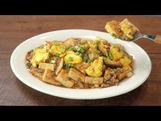 (2) 입에 착착 감기는, 두부 계란 볶음 :: 전문점에서 만든것 같은 두부요리 :: Stir-Fried Tofu and Eggs - YouTube Tofu Dishes, Tasty Dishes, Asian Recipes, Ethnic Recipes, Korean Food, Healthy Living, Potato Salad, Easy Meals, Veggies