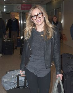 PSA: Lizzie McGuire Looks Great In Glasses