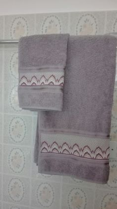 Broderie Bargello, Blackwork, Hand Stitching, Diy And Crafts, Towel, Embroidery, Handmade, Anna, Embroidery Stitches