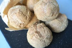 Keto Lupin Dinner Rolls - No Dairy, Eggs or Nuts. And just carbs and 82 Kcal. Low Carb Bread, Keto Bread, Bread Pizza, Keto Pumpkin Pie, Pumpkin Recipes, Keto Chocolate Chips, Fiber Foods, Keto Cheesecake, Keto Snacks