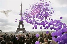 purple balloons  at  the Eiffel Tower