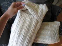 Chunky cable knit sweater pillow Random moments of design, decor, and other inspiring things -- and the aftermath of the times when.Random moments of design, decor, and other inspiring things -- and the aftermath of the times when. Chunky Cable Knit Sweater, Old Sweater, Chunky Knits, Sweater Pillow, Sewing Pillows, Diy Pillows, Pottery Barn Pillows, Cushions, Sewing Tips