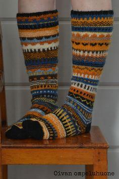 Oivan ompeluhuone: Villasukat Crochet Socks, Knitting Socks, Knit Crochet, Knitting Designs, Knitting Patterns, Marimekko Fabric, Winter Socks, Wool Socks, Fair Isle Knitting