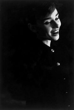 Audrey Hepburn photographed by David Seymour for the film 'Funny Face'. Audrey Hepburn Born, Audrey Hepburn Photos, Golden Age Of Hollywood, Old Hollywood, British Actresses, Happy Girls, Timeless Beauty, My Idol, Queen