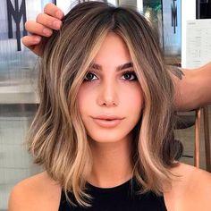 Brown Hair Balayage, Brown Blonde Hair, Hair Highlights, Brunette Balayage Hair Short, Short Balayage, Medium Hair Styles, Short Hair Styles, Gorgeous Hair Color, Blonde Hair Looks