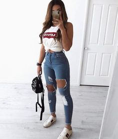 30 Jeans Tendance Qui Vont Vous Faire Craquer 30 Trendy Jeans That Will Make You Crack Outfit Jeans, Jeans Shoes, Blue Pants Outfit, Jeans Outfit Summer, Comfy Outfit, Relaxed Outfit, Summer Denim, Women's Jeans, Shoes Heels