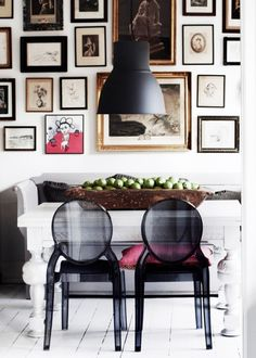 A Gorgeously Layered High Contrast Home. Look At Those Black Ghost Chairs!