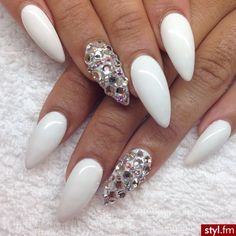 Im sooo not a fan of stiletto nails, but I love this simple design