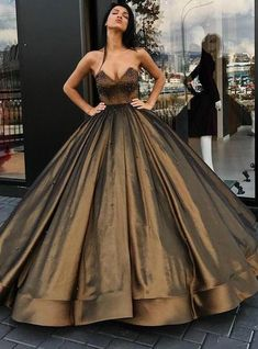 Hot Sale Sweetheart Ball Gown Beaded Princess Long Prom Dresses