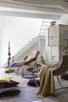 I am fancying this look from Vivaraise.  The marriage of colors on a rustic white canvas.  Design Gourmande
