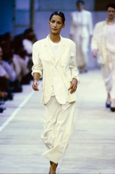 Comme des Garçons Spring 1992 Ready-to-Wear Fashion Show Collection