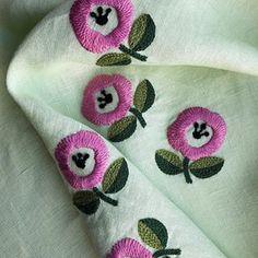 #handembroidery #handstitch #woolstitch #embroidery #modernembroidery #linen #dmc #dmc1000patterns #dmcjapan #yumikohiguchi