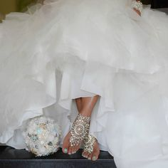 Wedding season is upon us! The Head Over Heels Foot Jewelry is the perfect accessory for a beach wedding. Bling Wedding, Wedding Bells, Wedding Shoes, Dream Wedding, Wedding Dresses, Foot Jewelry Wedding, Traci Lynn Fashion Jewelry, Anniversary Jewelry, Bridal Collection
