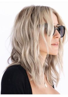 Kristin Cavallari Tells You Exactly How To Get Her Signature Beach Waves - This is why I love Kristin's style, it's both practical and pretty! Kristin Cavallari has always - Blond Ombre, Ombre Hair Color, Beachy Blonde Hair, Ombre Bob, Hair Colour, Wavy Hair, Kristin Cavallari Hair, Medium Hair Styles, Short Hair Styles
