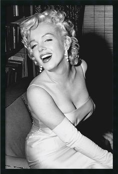 "0-028839>38x26"" Marilyn Monroe Smiling Wall Art Satin Black"