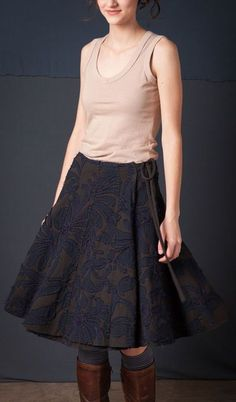 Alabama Chanin wrap skirt - inspiration to make a wrap skirt of flared gores Pretty Outfits, Fall Outfits, Casual Outfits, Dress Skirt, Gored Skirt, Dressed To The Nines, Couture, Handmade Clothes, Slow Fashion