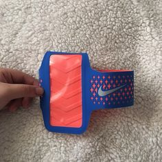 Nike fitness armband Nike fitness armband. Fits iPhone 5/5s and a 6 can squeeze. Nike Accessories