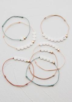 ceramic bracelet with 1 gold star - BBUBLE Bracelets Bff, Friendship Bracelets With Beads, Simple Bracelets, Handmade Bracelets, Beaded Bracelets, Diy Jewelry To Sell, Diy Crafts Jewelry, Bijoux Agate, Secret Bracelet