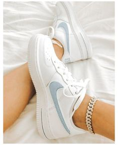 Dr Shoes, Cute Nike Shoes, Swag Shoes, Cute Sneakers, Nike Air Shoes, Hype Shoes, Shoes Sneakers, Nike Shoes Outfits, Sneakers Women