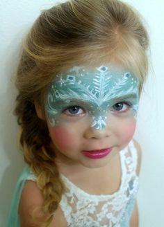 kinderschminken zum fasching frozen thema elsa schneeflocke hellblau flechtzopf