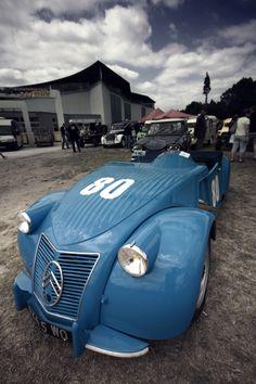 1953   Citroen 2CVPierre Barbot Special. Citroen Ds, Psa Peugeot Citroen, 2cv6, Push Bikes, Vintage Race Car, Unique Cars, Transportation Design, Amazing Cars, Courses