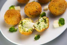 Nagyon sajtos brokkoligolyók ropogós bundában sütve: eteti magát, olyan finom - Recept   Femina Muffin, Baked Potato, Eggs, Potatoes, Breakfast, Baking, Vegetables, Ethnic Recipes, Food
