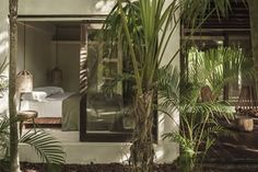 This white-concrete guest house in the Mexican resort of Tulum is surrounded by dense tropical foliage, which can be viewed from a large roof terrace. Best Boutique Hotels, Best Hotels, Be Tulum Hotel, Deco Zen, Casa Cook, Gravity Home, Blog Deco, Layout, Boutique Design