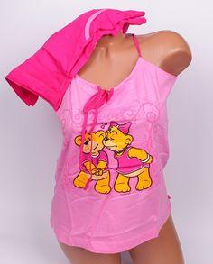 Лятна пижама в два тона розово. Потника е в светло розово с тънки презрамки, които може да се регулират и апликация мечета. Панталонките са в наситен розов цвят, джобове, ластик и връзка.