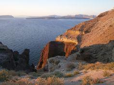 Santorini, Greece. Private beach. http://www.mesitiko-lafazani.gr/el/content/santorini-4-neodmites-mezonetes