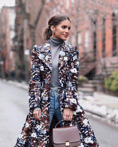 """77.7 mil Me gusta, 425 comentarios - Camila Coelho (@camilacoelho) en Instagram: """"Close up!✨ #NYFW #fhitsny @fhits  Muito amor por esse casaco (e a bolsa) - os dois são MK!"""""""
