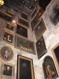 Hall of Portraits in Hogwarts Castle