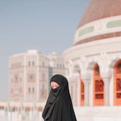 Beautiful Muslim Women, Beautiful Hijab, Muslim Girls Photos, Mecca Wallpaper, Smoke Pictures, Muslim Beauty, Muslim Women Fashion, Beautiful Quran Quotes, Islamic Girl