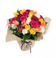 Buchet de flori cu aspect rustic! Combinatia ideala intre trandafiri eleganti si aspectul rustic al ambalajului ❤❤